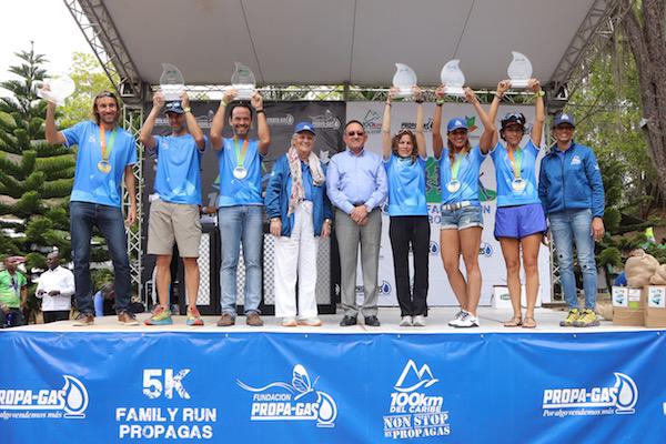 Ganadores 1eros Lugares 100km junto a Rosa Bonetti de Santana, Angel Estevez y Mariluz Viñas