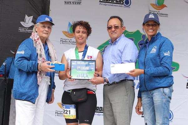 Rosa Bonetti de Santana, Ganadora 1er Lugar Femenino 5Km Masiell Pérez, Angel Estevez y Mariluz Viñas