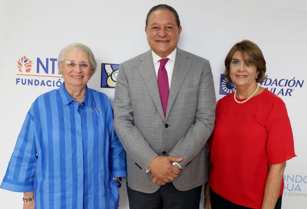 Rosa Bonetti de Santana, Alejandro Montas y Maria Alicia Urbaneja